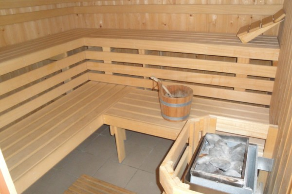 ... tot gebruik van sauna, jacuzzi, zwemvijver en/of massage (shiatsu: www.charmio.com/nl/bed-breakfast/bb-t-solveldje-bilzen