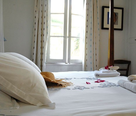 Bed breakfast in antibes la maison du tamisier for La maison du carrelage balma
